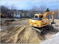 Земляные работы за забором санатория «Строитель»